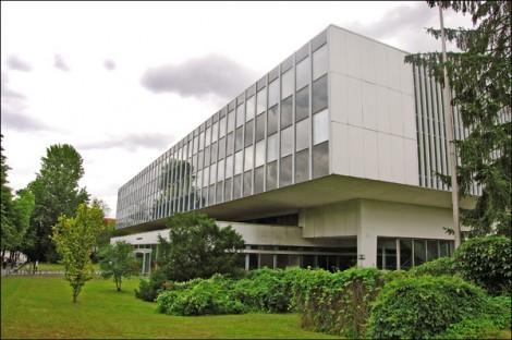 Vom Aussterben bedroht: Das Biologische Institut der FU (Foto: Cora-Mae Gregorschewski)