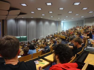 Über 400 Studierende besuchten die Vollversammlung