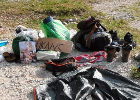 Es sind nur ein paar wenige Dinge, die man beim Trampen benötigt. Das Gepäck ist überschaubar.