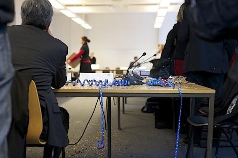 Luftschlagen und Konfetti brachten die AS-Mitglieder nicht von ihrem Entschluss ab. Die RSPO kommt. Foto: Cora-Mae Gregorschewski