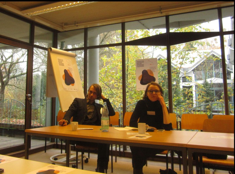 Die Organisatoren der Tagung: Simon Godart und Sara Ehrentraut. Foto: Josta van Boxmeer, Front Page Illustration: Plakat der Veranstaltung