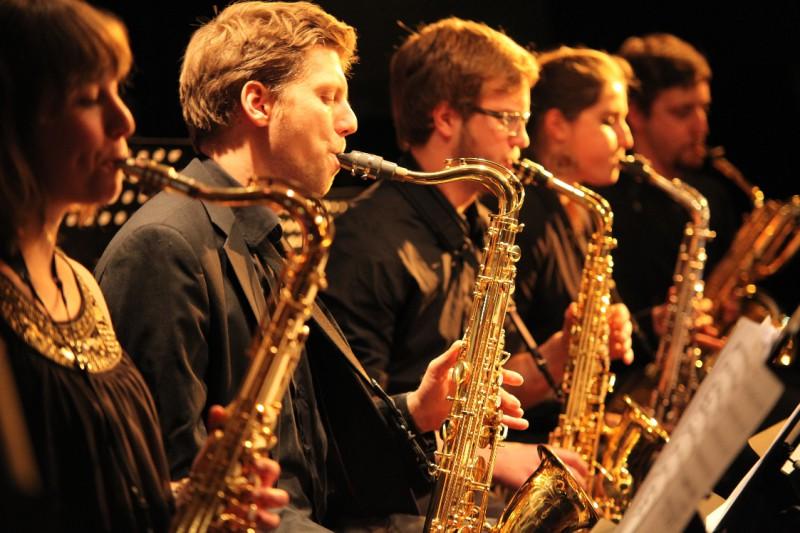 """Die 16 Studenten der """"Uni Bigband"""" der FU und TU sind das jüngste Ensemble des """"Collegium Musicum Berlin"""""""