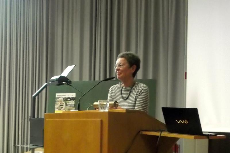 """Keine leichte Kost: Ulla Haselstein stellt """"The Making of Americans"""" vor. Foto: Lisa Lasselsberger"""