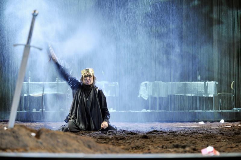 Lars Eidinger findet auf der Schaubühne zu seiner Paraderolle. Foto: Arno Declair