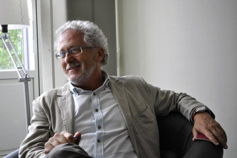 """""""Ich bin kein Professor."""" Hector Abad im Gespräch. Foto:"""