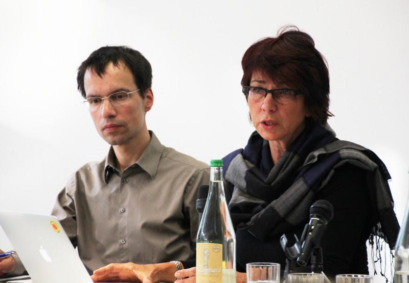 Prof. Dr. Birgit Mahnhof und Prof. Dr. Markus Wissen bei der Podiumsdiskussion am OSI. Foto: Fabienne Bieri