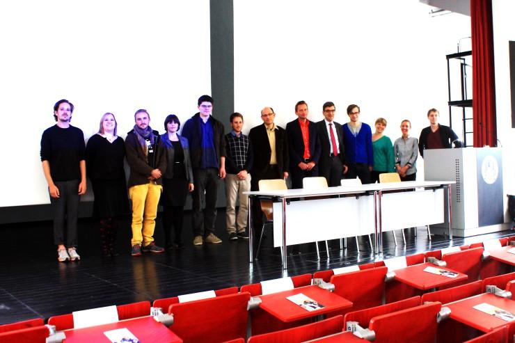 Studenten und Initiatoren bei der Verleihung des Lehrpreises. Foto: Mirja Gabathuler