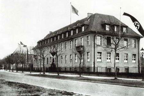 Das Kaiser-Wilhelm-Institut in den 30er Jahren mit NS-Beflaggung. Quelle: Archiv zur Geschichte der Max-Plancke-Gesellschaft