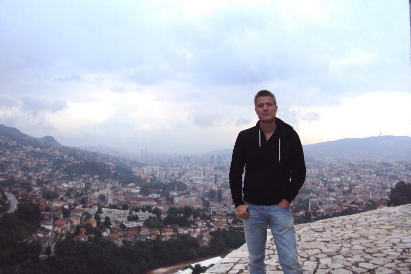Oben angekommen, bietet die alte Zitadelle eine Aussicht über die Dächer Sarajevos. Foto: privat