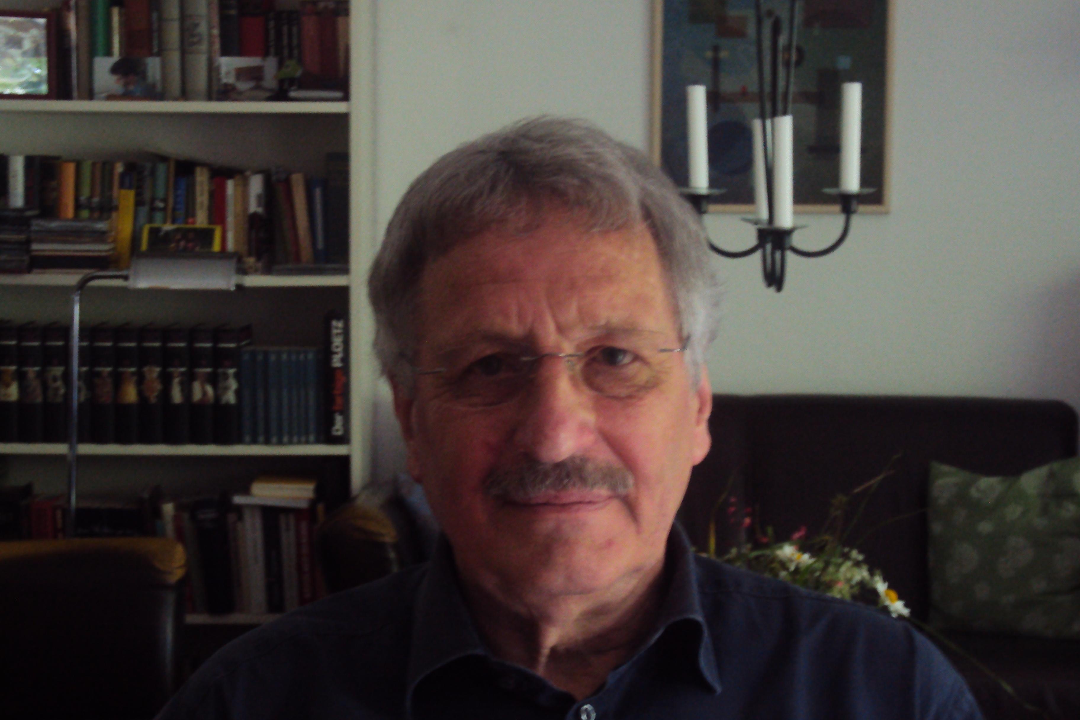 Helge Schmitz studierte von 1968-1970 Ökonomie