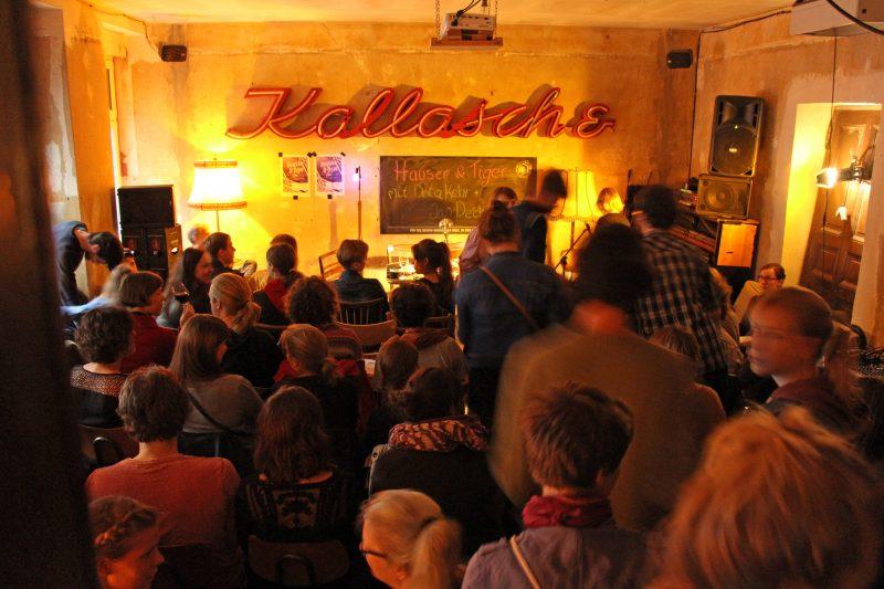 Einige mussten stehen bei Hauser & Tiger im Kallasch&. Foto: Martin Morsbach