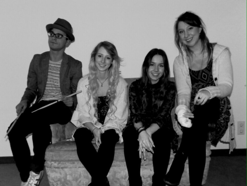 Lisa Henjes (rechts) gründete 2014 mit drei Freunden ihre eigene Band.