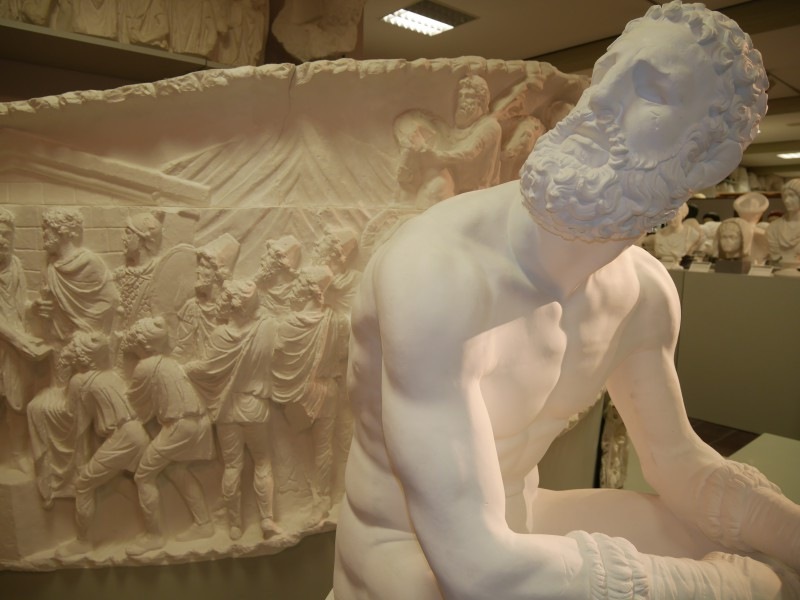 Ein Meer aus Gips: Hier finden gefährdete Skulpturen zu einander. Foto: Frauke Oedekoven