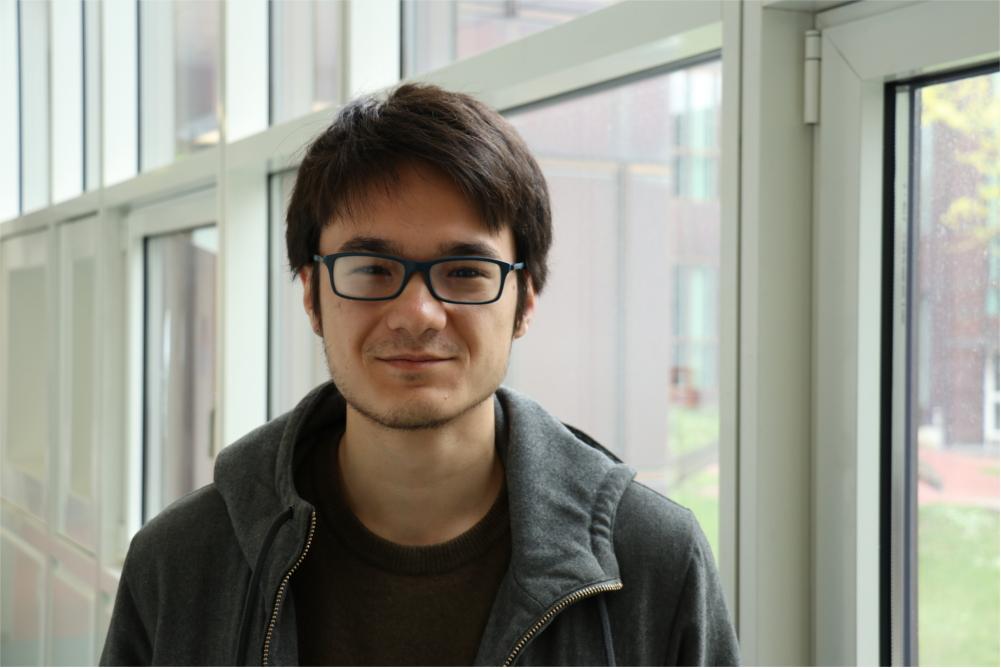 Arnault, 20 aus Paris, ist ebenfalls für ein Semester an der FU, ist recht zufrieden mit dem Wahlergebnis - aber auch nur, weil er Marine Le Pen für eine