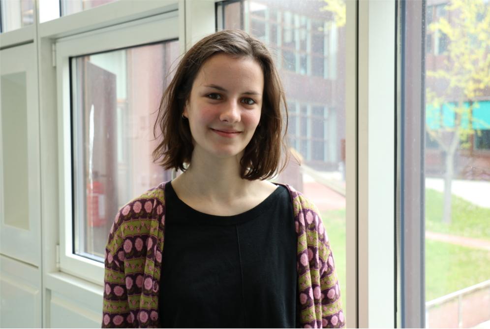 Isabelle, 20 und Deutsch-Französin, studiert Französische und Italienische Philologie. Über die Wahl Macrons ist sie eher erleichtert als glücklich, sagt aber auch: